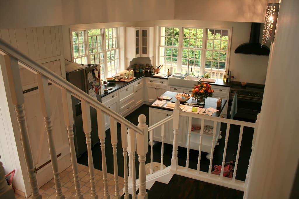 Landhausstil Küche Bilder OPEN HOUSE Kitchen mit Treppe Open - inspirationen küchen im landhausstil