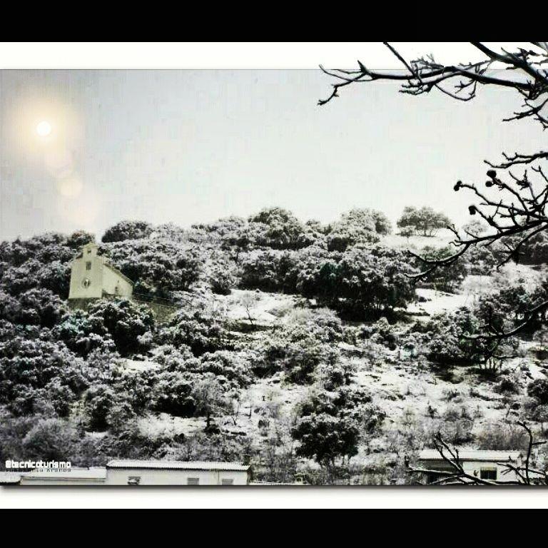 Primera nevada... (Frailes, Jaén) - Una belleza escandalosamente fría.
