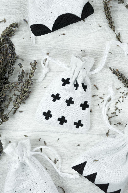 lavendels ckchen selber machen im coolen skandi design lavendels ckchen geschenkideen f r. Black Bedroom Furniture Sets. Home Design Ideas
