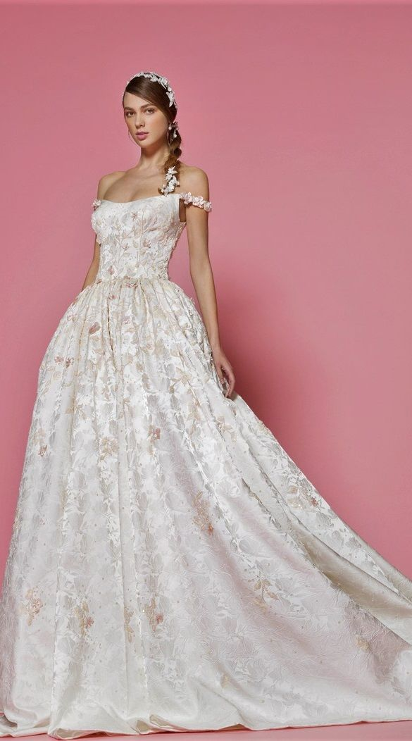 wedding dress for Snow White, from Georges Hobeika | Disney Princess ...