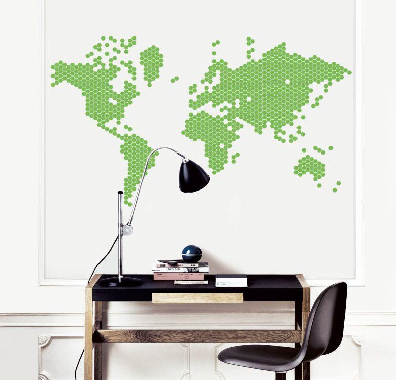 Ter um mapa mundi e ir marcando cada lugar que eu já estive até ele estar cheio de tachinhas