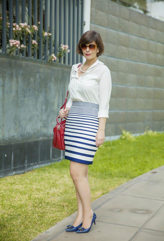 2ae44d99d DIVINA EJECUTIVA: Mis Looks - La falda a rayas azul | outfis
