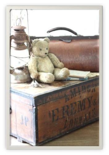 Grote voorraad koffers, hutkoffers, dokterstassen, kleine koffertjes, kisten en andere leuke opbergers. Kijk op jufbrocante voor meer informatie en prijzen.