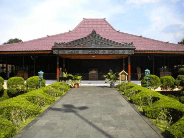 Download Gambar Rumah Adat Aceh 34 Rumah Adat Provinsi Di Indonesia Lengkap Themoondoggies 35 Rumah Adat Indonesia Lengkap Gamb Di 2020 Rumah Arsitektur Desain Rumah