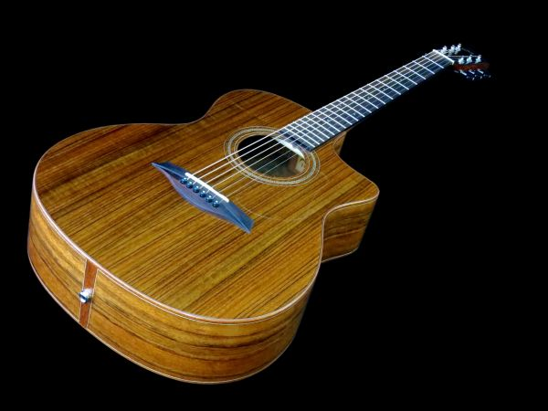 The Mayson M3/OCE comes from the company's Luthier Series and is a Mayson Marquis-sized (Grand Auditorium) cutaway model with a built-in pickup and preamp system. The M3/OCE is an extremely b…