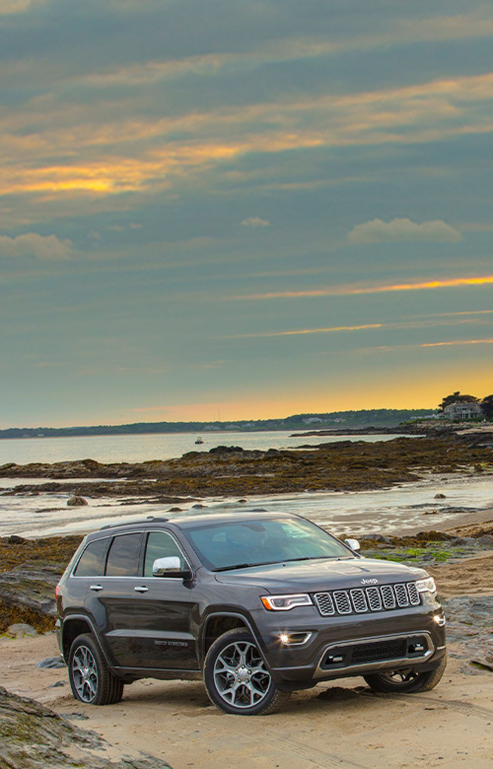 2020 Jeep Grand Cherokee Distinct Look Of Luxury In 2020 Jeep Grand Grand Cherokee Overland Jeep Grand Cherokee