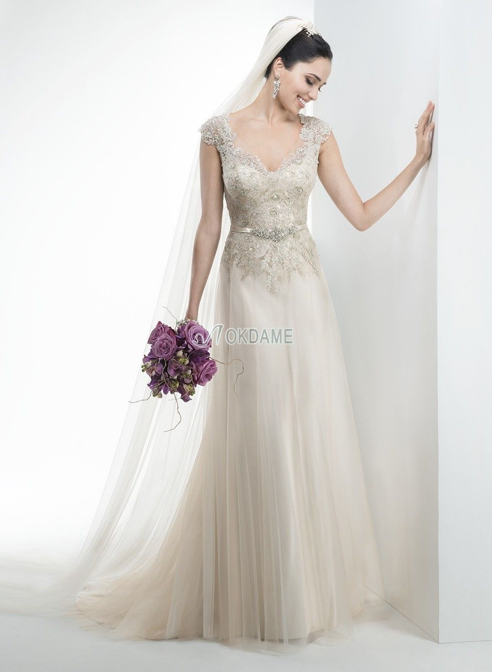 Satin V-Ausschnitt sittsames exklusive Brautkleid mit bedeckter ...