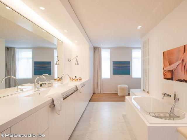 Renovatie • badkamer • bad • modern • Architect: Marc Van ...