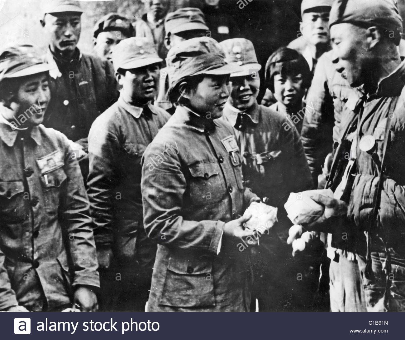 Sino Japanese War Chinese Women Exchange Gifts With Injured Nationalist Soldiers About 1940 Chinese Women Nationalist Chinese History
