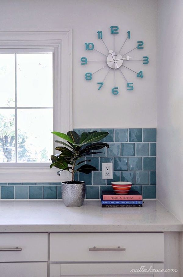 Fabulas Wall Clocks to embrace Your Home ... or in this case, kitchen.