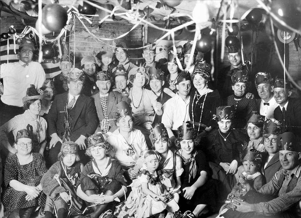 Happy New Year S Eve From 1925 Chicago Sassy Jane Genealogy Happy New Years Eve New Years Eve Happy New Year