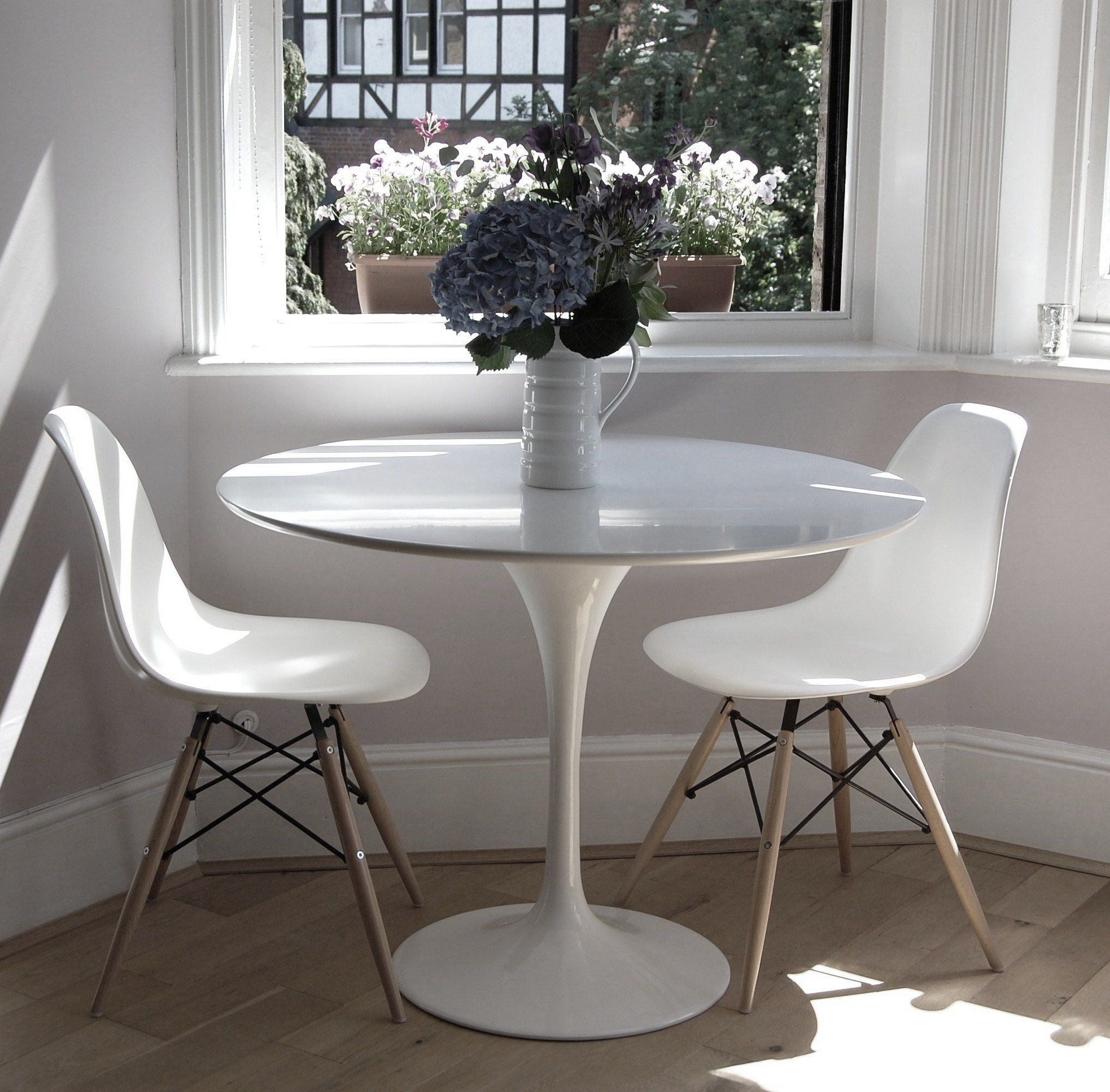 Superieur Kitchen Nook  Tulip Table With White Eames Side Chairs Or Ghost Chairs