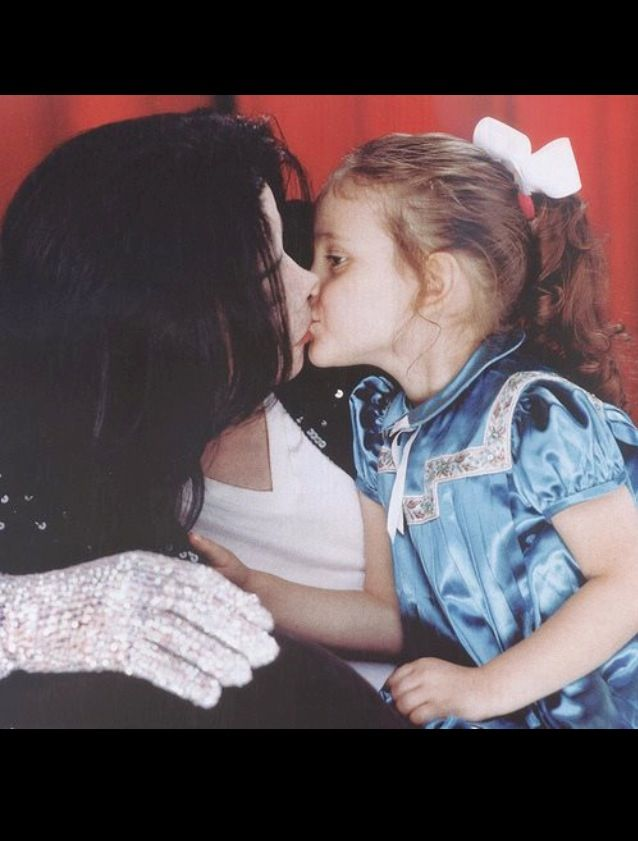 Michael Kissing Daughter Paris Michael Jackson Daughter Paris