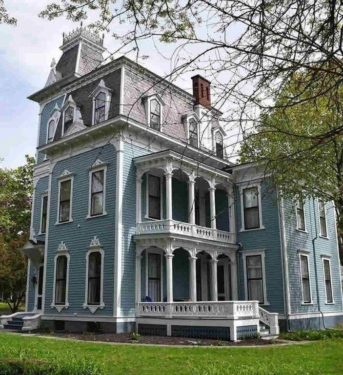 Italianate Style Victorian Home #victorianarchitecture