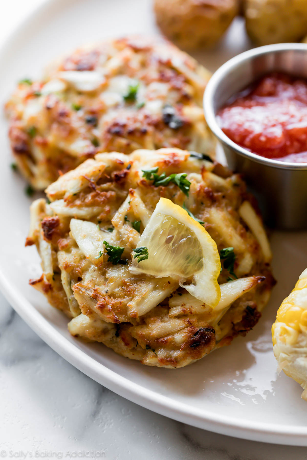 These Maryland Crab Cakes Get The Stamp Of Approval From Locals And Out Of Towners Alike For The Best Texture Maryland Crab Cakes Lump Crab Cakes Crab Recipes