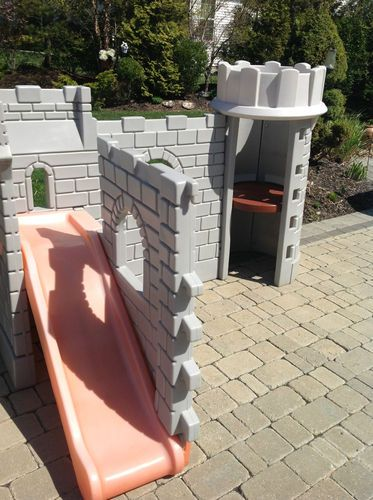 Little tikes outdoor castle playhouse slide playset pick for Little tikes outdoor playset