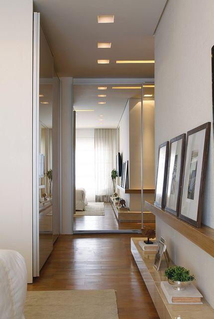 Decoracion de pasillo con cuadros y plantas decoraci n for Diseno pasillos interiores