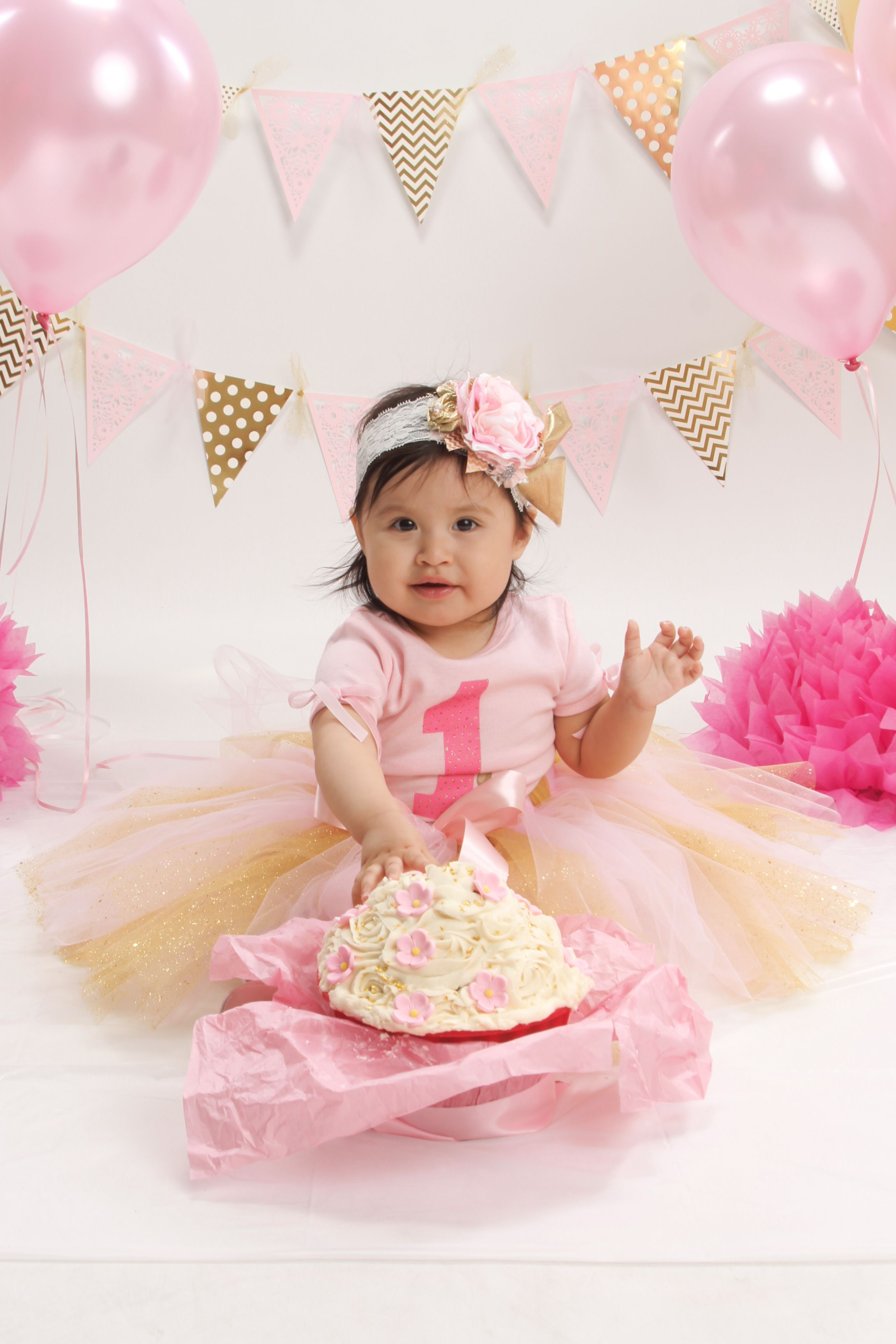 Pink And Gold Cake Smash First Birthday Picture Idea
