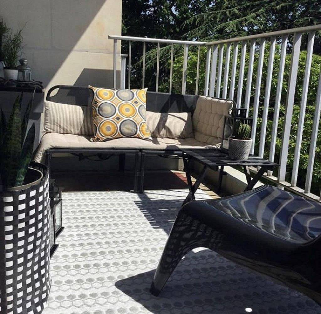Amenagement De Balcon En Noir Et Blanc Mobilier Jardin Idee Deco Facile Fauteuil Noir Ikea