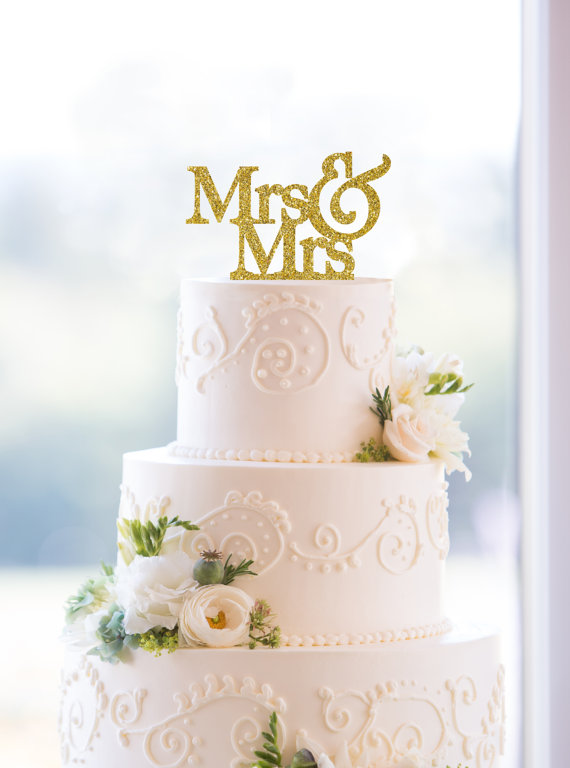 House of Ollichon loves…Glitter Mrs & Mrs Same-Sex Cake Topper by ChicagoFactoryDesign. #samesexwedding #lgbt #lgbtq #LesbianWeddingOutfit