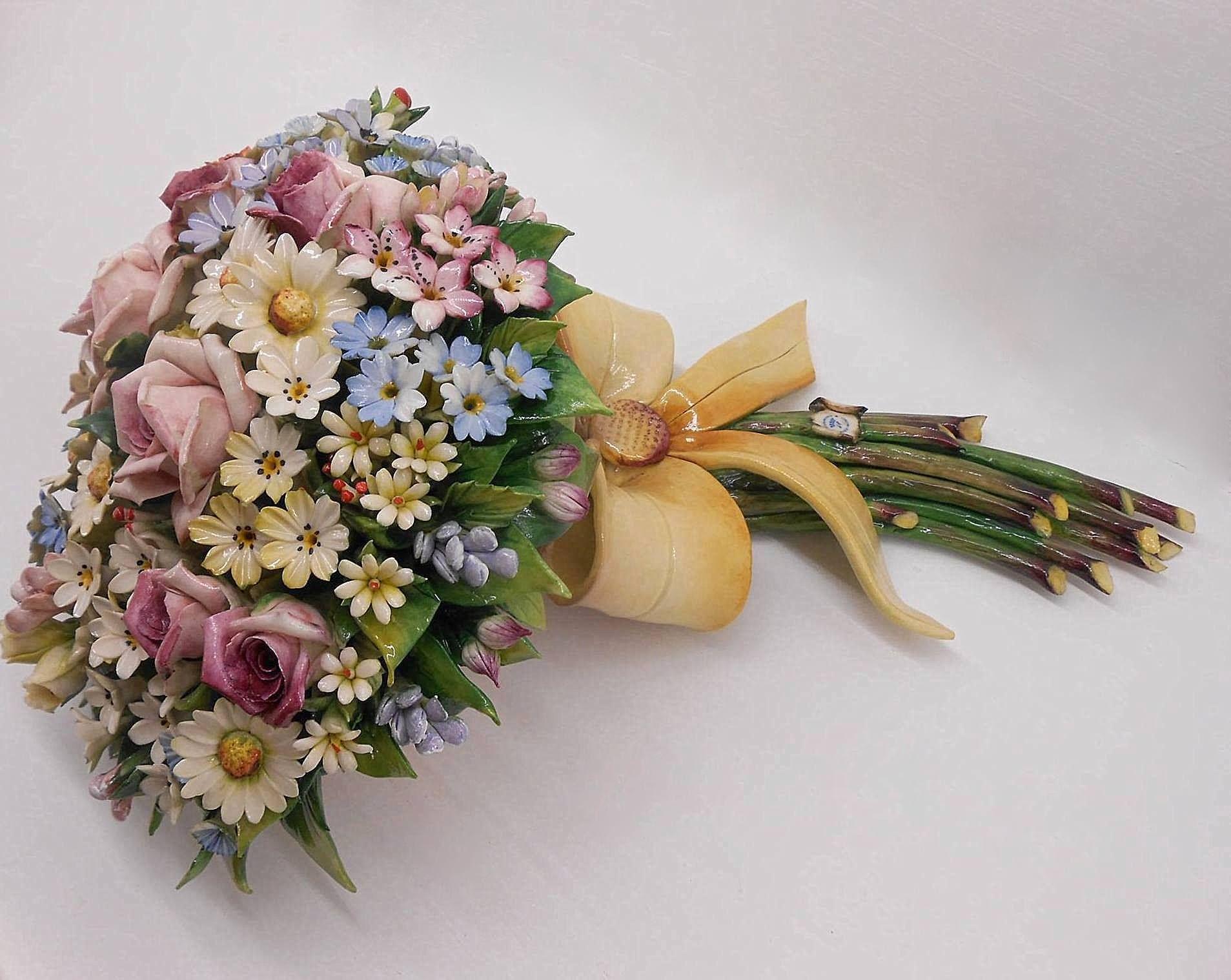 Bouquet centrotavola fiori in porcellana di Capodimonte b58b946a37b3