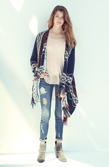 Sun and Shadow Cardigan, Top and Jeans Boyfriends with lace detail ...