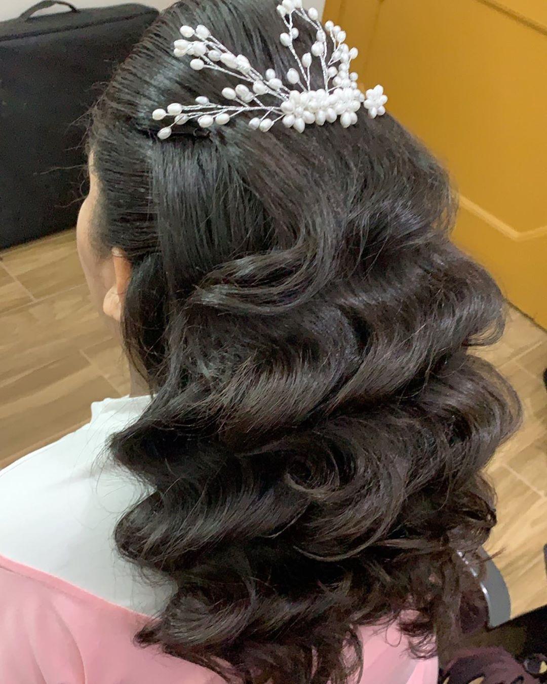 شغلي الرياض تساريح تجميل تسريحات عرايس مصورات الرياض تصويري تنسيقات تنسيق زواجات الرياض Hairstyles هير س Hair Styles Long Hair Styles About Hair