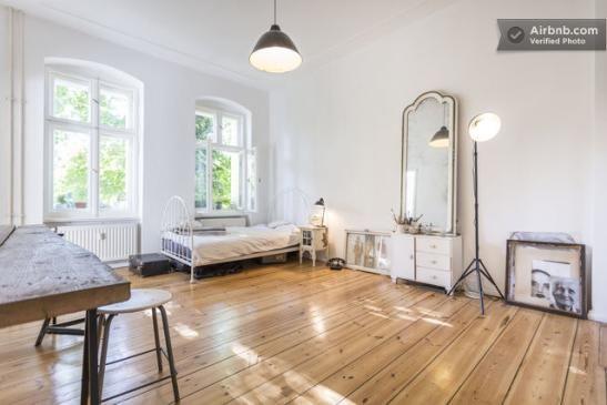 Wunderschöne Ruhige Altbau Wohnung Möbliert Mit Blick Ins Grüne 1 Zimmer In Berlin Prenzlauer Berg