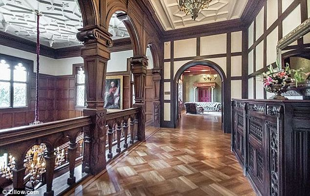 Inside the 27million tudor mansion in silicon valley that for Great british interior design