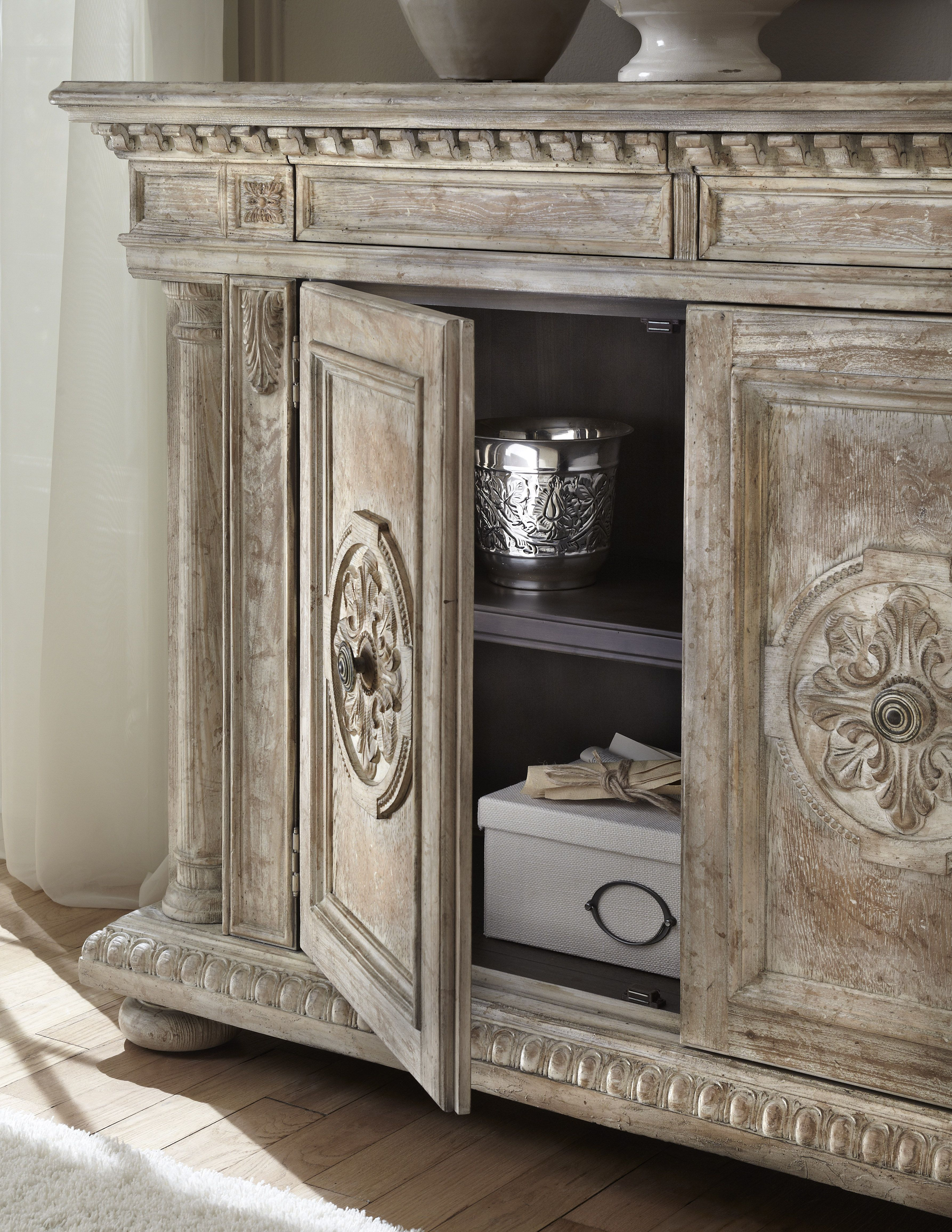 Pulaski Furniture Ranks Among The Best Known Furniture Brands Offering  Bedroom, Dining, Accents, Curios And Display Cabinets.