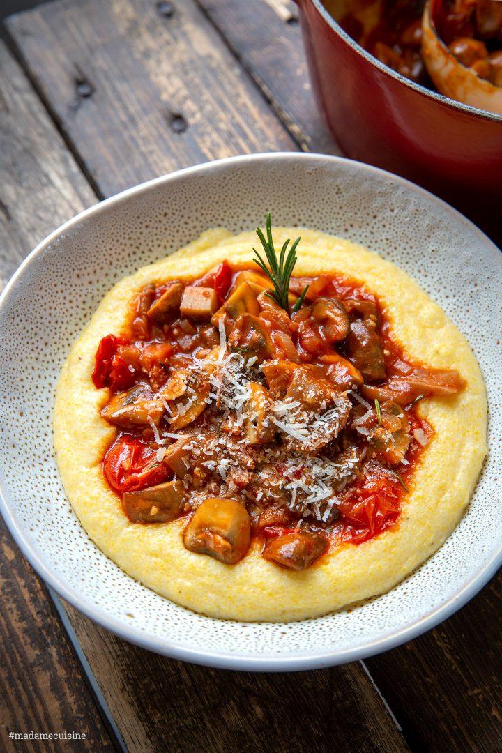 Pilzragout auf Parmesan-Polenta - Madame Cuisine