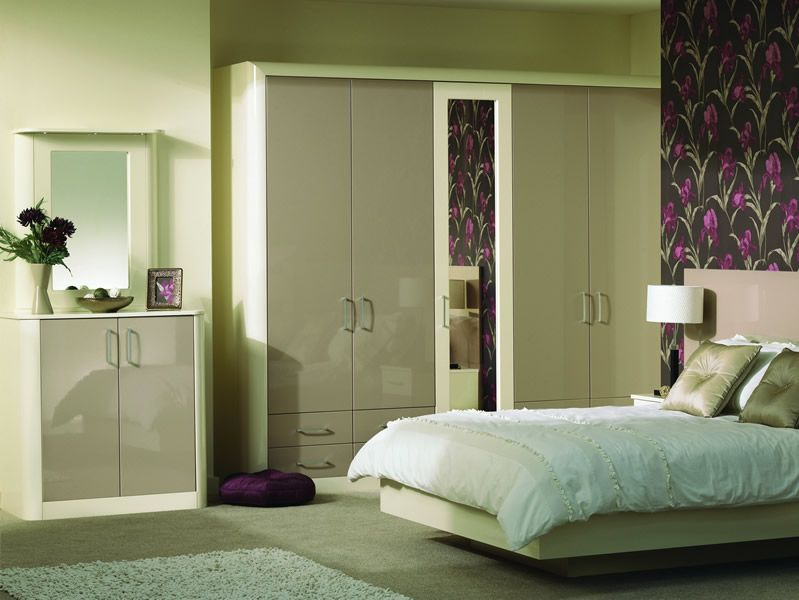 Venice Fitted Bedroom In High Gloss Cappuccino And Cream Master Bedroom Layout Small Master Bedroom Bedroom Layouts