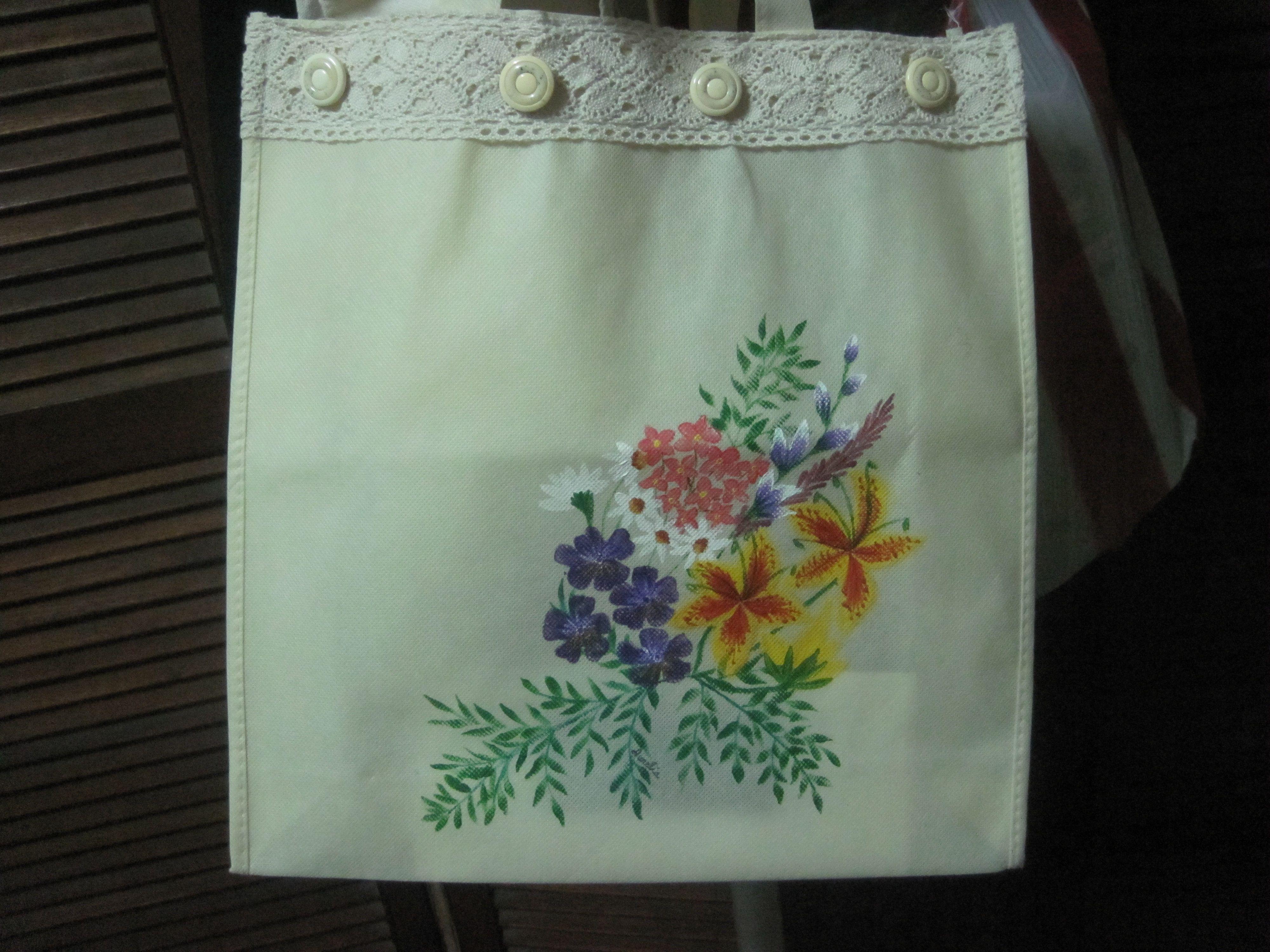 Flora theme on canvas bag.