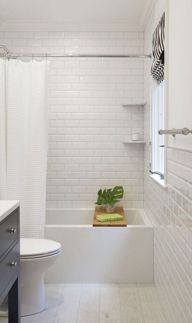 25  Gorgeous Minimalist Classic Bathroom Design and Decor Ideas - Page 9 of 27 #whitesubwaytilebathroom