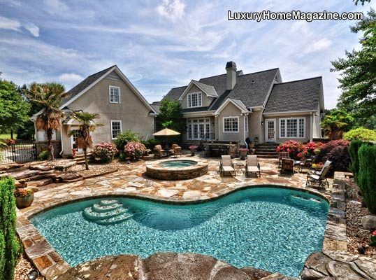 Dream Outdoor Oasis Bar/Grilling area & Saltwater Pool