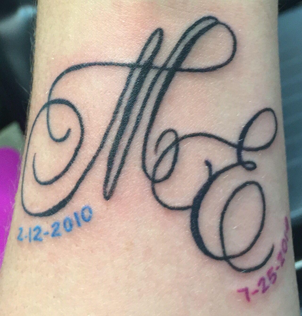 tatouage femme initiale c et v