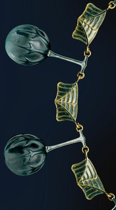 René Lalique- detail glass necklace