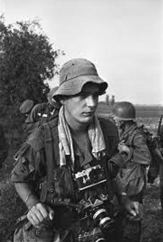 Vietnam Photojournalists Tim Page Born 25 May 1944 Is An English Photographer Who Made His Name During The War Photography Photographer Vietnam War Photos