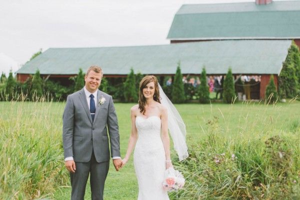 Sweet Rustic Wedding at the Fields on West Lake | Photo by Nikki Mills Photography via http://junebugweddings.com/wedding-blog/sweet-rustic-wedding-fields-west-lake/