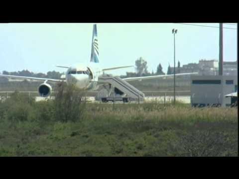 أحد رهائن الطائرة المصرية يقفز من نافذة قمرة القيادة Wind Turbine Passenger Jet Aircraft