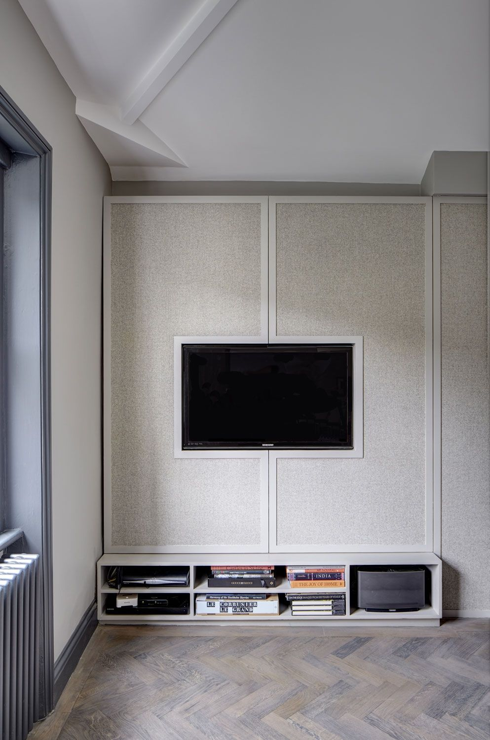 High Style Low Budget In This 750 Square Foot English Flat With