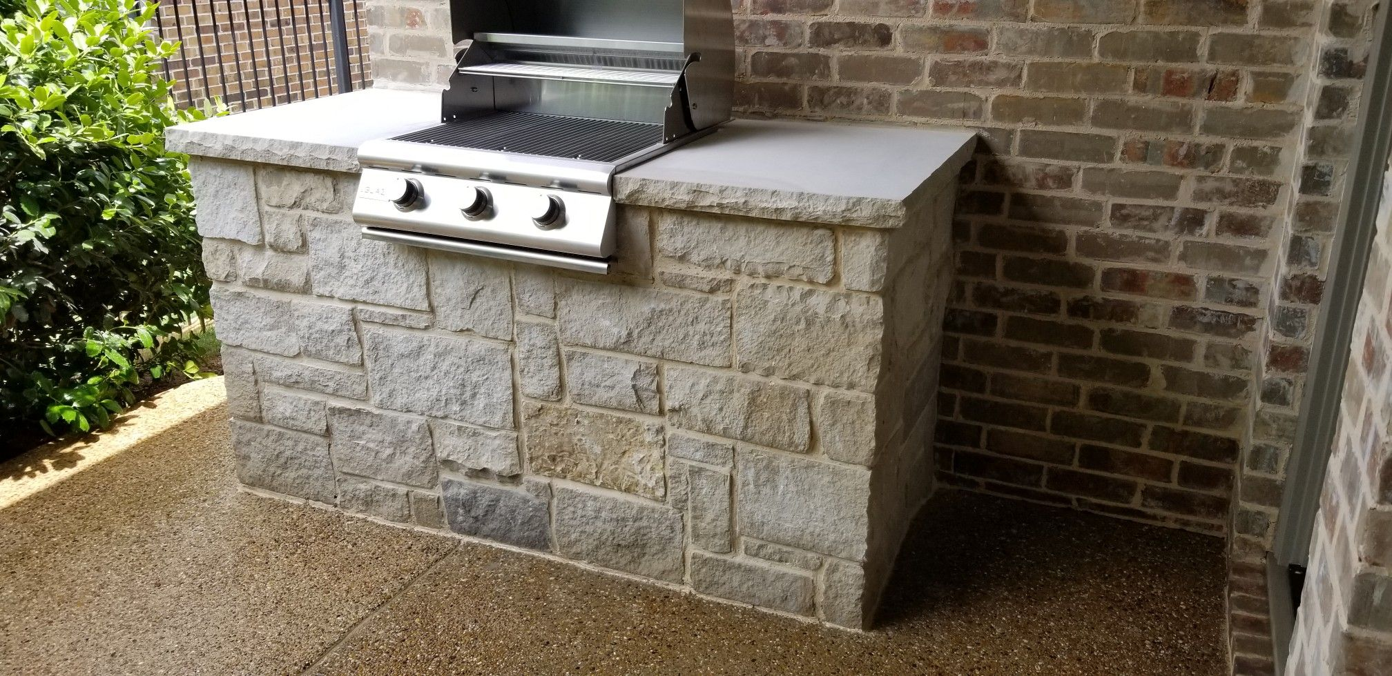 Leuders Saw Cut Stone With Slab Counter Top