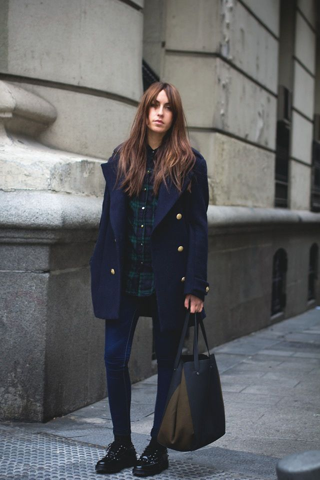 d153ca19012 25 Perfect Ways to Style a Navy Blue Coat