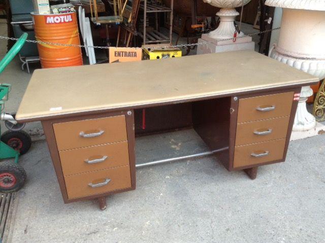Scrivania Vintage Usata : Vecchia scrivania industriale metallica niente di nuovo