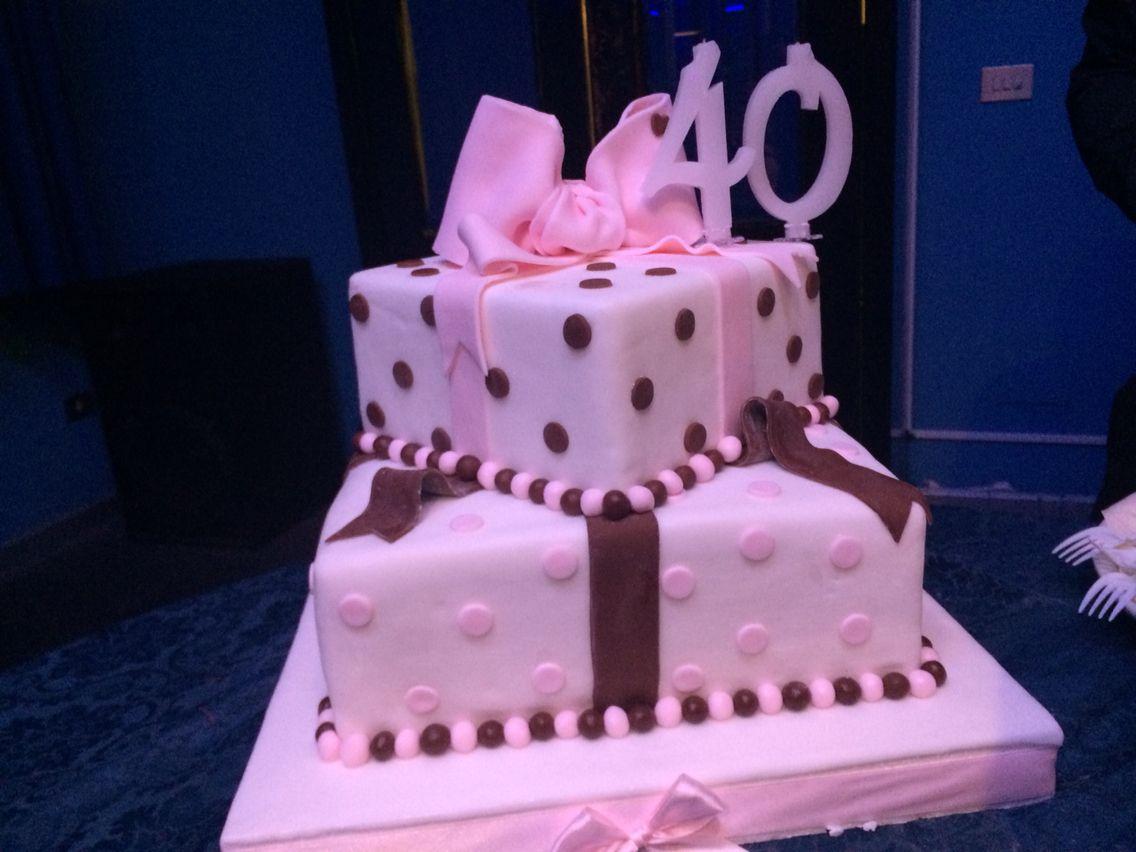 Festa Di Quarant Anni pacchettino regalo in pasta di zucchero per una festa di 40