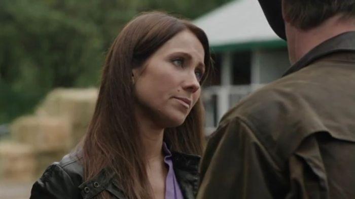Janice Wayne (Miranda Frigon).