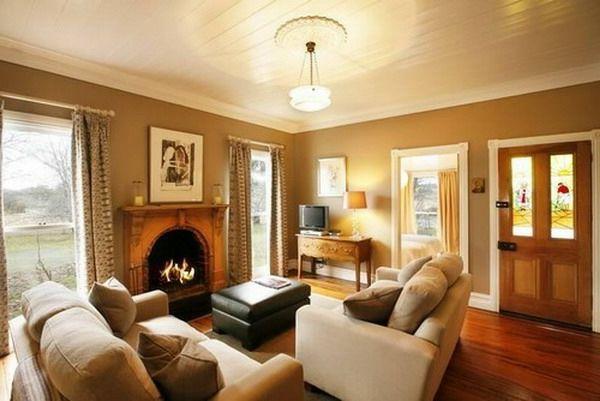 wohnzimmer ausstatten - weiches sofa kamin dekokissen große fenster ...