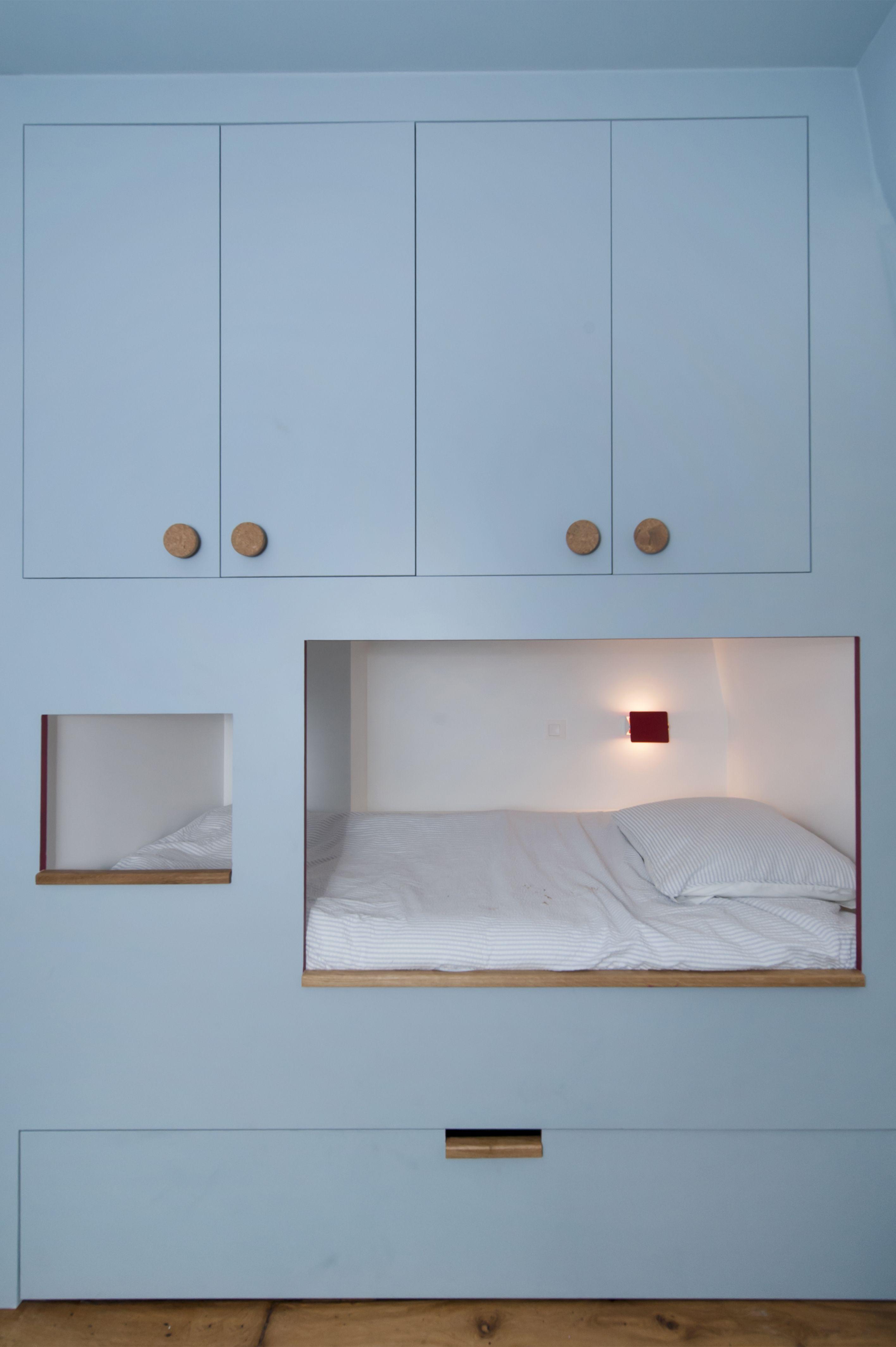 Lit Cabane Avec Placards En 2020 Idee Deco Chambre Parentale Deco Chambre Parental Mobilier De Salon
