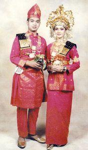 Gambar Pakaian Adat Riau : gambar, pakaian, Pakaian, Indonesia, Azamku.com, Ideas, Traditional, Outfits,, Dresses,, Fashion