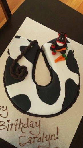 Cow Print Horse Shoe Cake Chocolate With Ganache And A Fondant Horse Topper For My Boss S 40th Pferd Torte Torten Deko Und Kuchen